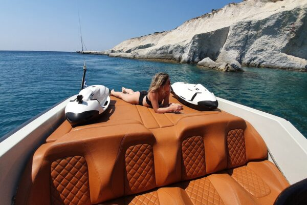 SAFETY & LUXURIOUS COMFORT POWERBOATS